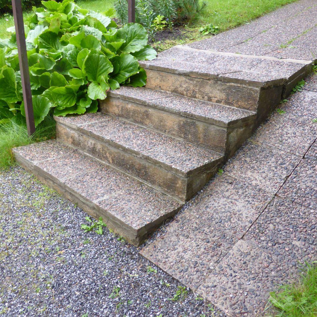 Betoni + laatta portaat